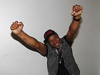 ATENÇÃO EDITOR: FOTO EMBARGADA PARA VEÍCULOS INTERNACIONAIS. SAO PAULO, SP, 26 DE OUTUBRO DE 2012. SHOW DO CANTOR BUCHECHA. O cantor Buchecha no camarim antes da apresentação no Club A São Paulo no Hotel  Sheraton na noite desta sexta feira na zona sul da capital paulista. FOTO ADRIANA SPACA/BRAZIL PHOTO PRESS