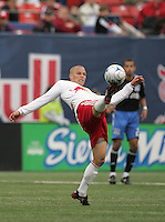New York Red Bulls' Seth Stammler (6) takes a pass against the San Jose Earthquakes in the first half of an MLS soccer match at Giants Stadium in East Rutherford, N.J. on Sunday, April 27, 2008. The Red Bulls defeated the Earthquakes 2-0.