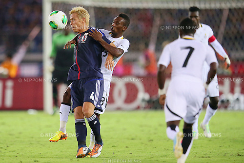 (L to R) Keisuke Honda (JPN), Harrison Afful (GHA), SEPTEMBER 10, 2013 - Football / Soccer : KIRIN Challenge Cup 2013 match <br /> between Japan 3-1 Ghana<br /> at Nissan Stadium in Kanagawa, Japan. <br />  (Photo by Yusuke Nakanishi/AFLO SPORT)