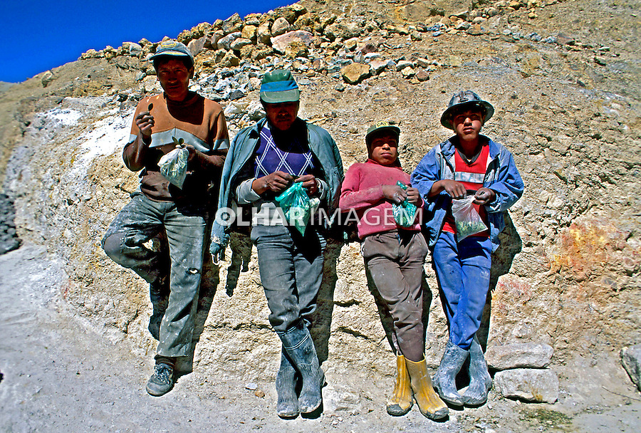 Mineiros mascando coca. Potosi. Bolivia. 1998. Foto de Juca Martins.