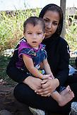 Die eineinhalbjährige Melika mit ihrer Familie aus Herat, Afghanistan bei Subotica in Serbien. Sie warten auf die nächste Gelegenheit Richtung Nordeuropa weiterzureisen.