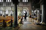 ROOSENDAAL - In het centrum van Roosendaal werken medewerkers van Travhydro aan de steigeropbouw voor de restauratie door aannemer De Bonth van Hulten van de Onze Lieve Vrouwe-kerk. Met subsidie van het Rijk en de Provincie Noord-Brabant is de zgn Paterskerk het afgelopen jaar al onder handen genomen, en volgt de komende tijd de verwerking van het door zwammen aangetaste interieur.  COPYRIGHT TON BORSBOOM