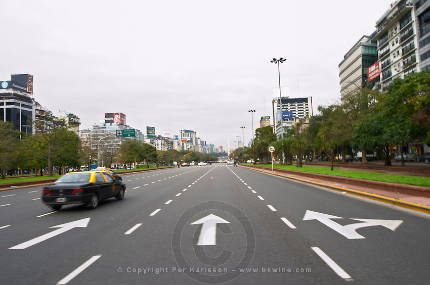 the Avenida 9 Julio Avenue of ninth of July, said to be the world's widest street, lined by trees and modern office block buildings. taxis Buenos Aires Argentina, South America