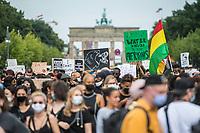 Mehrere tausend Menschen demonstrierten am Samstag den 4. Juli 2020 in Berlin gegen Rassismus und rassistische Polizeigewalt.<br /> 4.7.2020, Berlin<br /> Copyright: Christian-Ditsch.de<br /> NUR FUER REDAKTIONELLE ZWECKE! Werbung nur auf Anfrage beim Fotografen. [Inhaltsveraendernde Manipulation des Fotos nur nach ausdruecklicher Genehmigung des Fotografen. Vereinbarungen ueber Abtretung von Persoenlichkeitsrechten/Model Release der abgebildeten Person/Personen liegen nicht vor. NO MODEL RELEASE! Don't publish without copyright Christian-Ditsch.de, Veroeffentlichung nur mit Fotografennennung, sowie gegen Honorar, MwSt. und Beleg. Konto: I N G - D i B a, IBAN DE58500105175400192269, BIC INGDDEFFXXX, Kontakt: post@christian-ditsch.de<br /> Bei der Bearbeitung der Dateiinformationen darf die Urheberkennzeichnung in den EXIF- und  IPTC-Daten nicht entfernt werden, diese sind in digitalen Medien nach §95c UrhG rechtlich geschuetzt. Der Urhebervermerk wird gemaess §13 UrhG verlangt.]