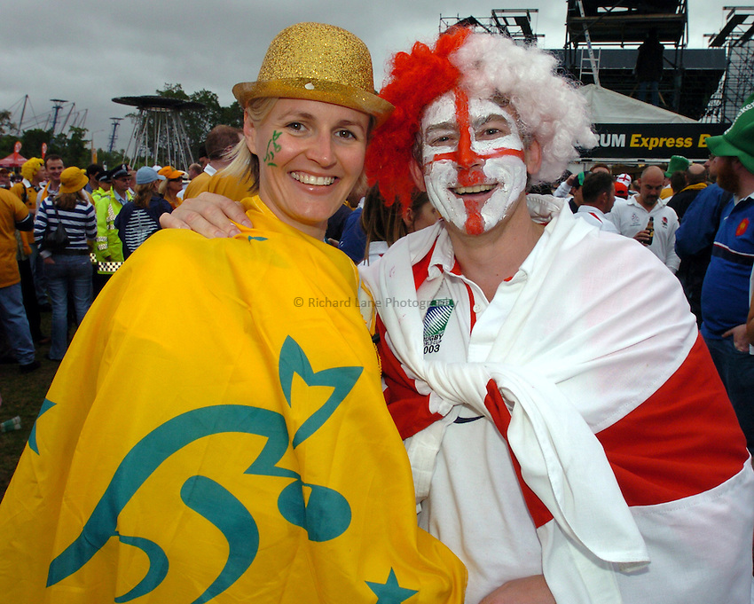 Photo: Steve Holland..Australia v England. Rugby World Cup Final, at the Telstra Stadium, Sydney. RWC 2003. 22/11/2003. .England and Australian fan.