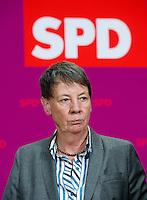 Berlin, die zuk&uuml;nftige Umweltministerin der SPD in der Gro&szlig;en Koalition Barbara Hendricks am Sonntag (15.12.13) im Willy-Brandt-Haus bei einer Pressekonferenz zur Vorstellung der zuk&uuml;nftigen Bundesminister der SPD in der Gro&szlig;en Koalition.<br /> Foto: Steffi Loos/CommonLens