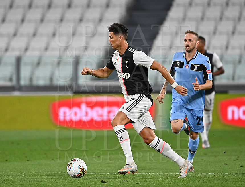 Calcio, Serie A: Juventus - Lazio, Allianz Stadium, July 20, 2020.<br /> Juventus' Cristiano Ronaldo (l) in action with Lazio's Manuel Lazzari (r) during the Italian Serie A football match between Juventus and Lazio at the Allianz stadium in Turin, July 20, 2020.<br /> UPDATE IMAGES PRESS/Isabella Bonotto
