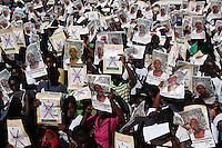 STO06. SANTO DOMINGO (REPÚBLICA DOMINICANA), 08/12/2011.- Centenares de personas de origen haitiano residentes en la República Dominicana participan en una manifestación hoy, jueves 8 de diciembre de 2011, frente a la Suprema Corte de Justicia en Santo Domingo (República Dominicana). Los manifestantes denunciaron que las autoridades dominicanas les niegan la nacionalidad al aplicar, con carácter retroactivo, una medida migratoria en su contra. EFE/Orlando Barría