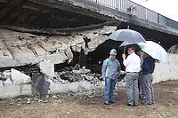 SÃO PAULO, SP, 11 DE JANEIRO DE 2012 - INTERDIÇÃO VIADUTO POMPÉIA - O Viaduto Pompéia continua interditado devido ao incêndio do barracão da Mocidade Alegre, ocorrido na tarde de de segunda-feira 09.  (FOTO: LUIZ GUARNIERI - NEWS FREE).