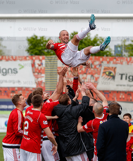 18.05.2019 Hamilton v St Johnstone: Dougie Imrie given a heroes sendoff as he bows out after leading Hamilton to safety