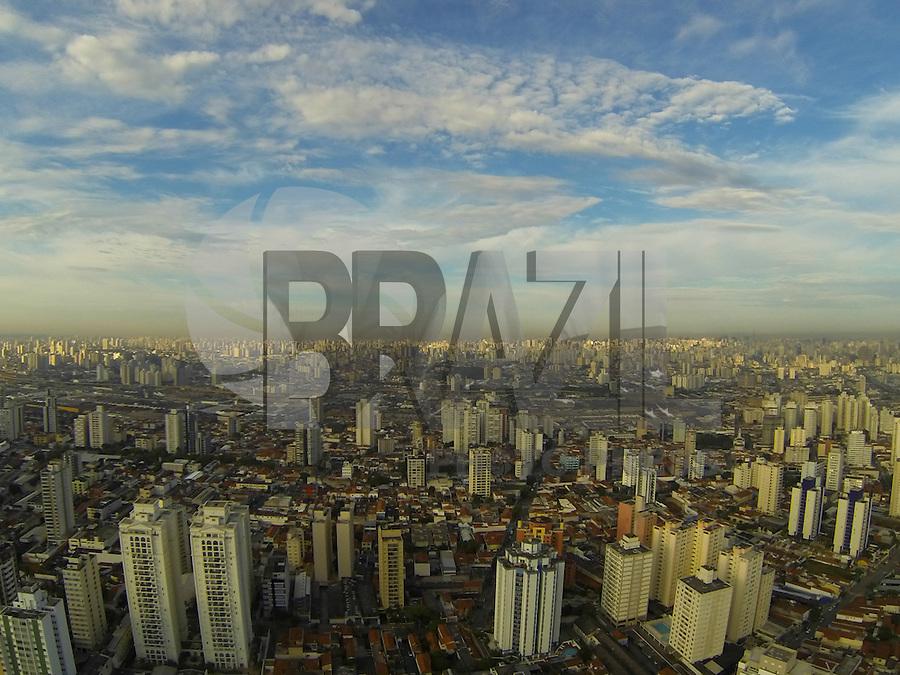 SAO PAULO, SP, 10.01.2014 - CLIMA TEMPO - Vista da cidade de Sao Paulo a partir do bairro na Mooca, nesta sexta-feira, 10. (Foto: Luiz Guarnieri / Brazil Photo Press).