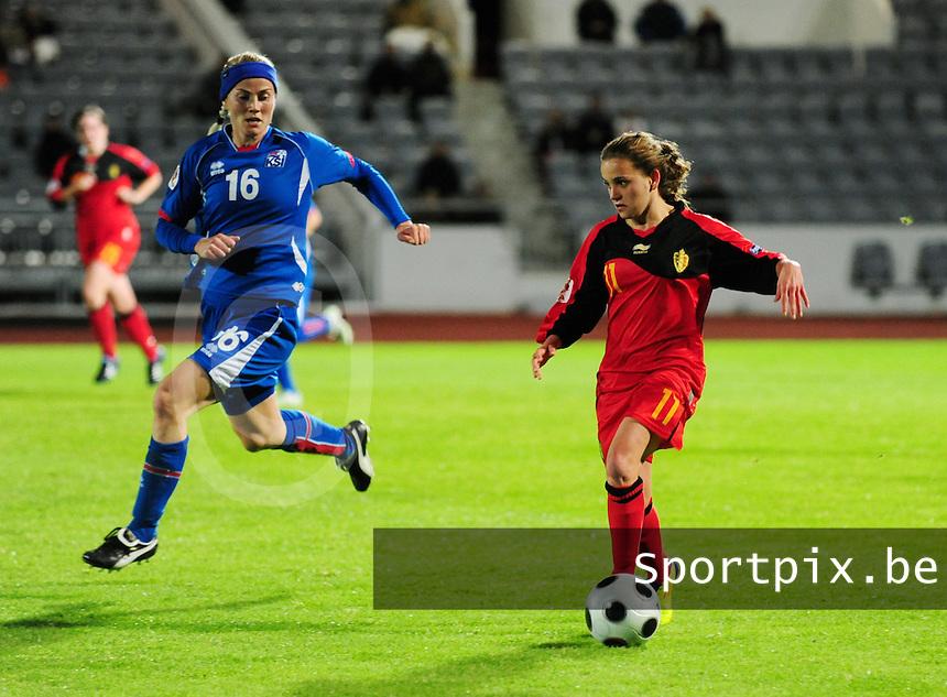 Iceland : UEFA Women's Euro Qualifying group stage (Group 3) - 21/09/2011 - 21:30CET (19:30 local time) - Laugardalsvöllur - Reykjavik : ICELAND (ijsland) - BELGIUM ( Belgie) : Davina Philtjens aan de bal voor Laufey Olafsdottir.foto DAVID CATRY / Vrouwenteam.be