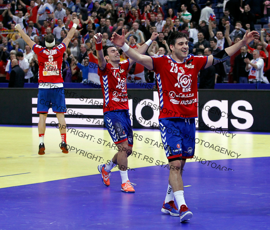 Serbian national handball team players celebrate victory after men`s EHF EURO 2012 championship semifinal handball game against Croatia in Belgrade, Serbia, Friday, January 27, 2011.  (photo: Pedja Milosavljevic / thepedja@gmail.com / +381641260959)