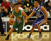 Paul Bristol goes round Luke Martin during the NBL Round 14 match between the Manawatu Jets  and Wellington Saints. Arena Manawatu, Palmerston North, New Zealand on Saturday 31 May 2008. Photo: Dave Lintott / lintottphoto.co.nz