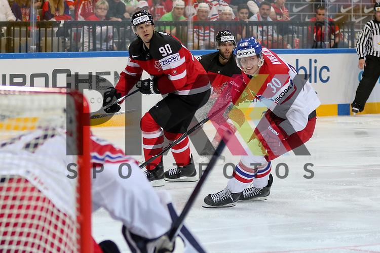 Tschechiens Krejcik, Jakub (Nr.30)(Orebro HK) im Zweikampf mit Canadas Spezza, Jason (Nr.90)  im Spiel IIHF WC15 Canada vs. Czech Republic.<br /> <br /> Foto &copy; P-I-X.org *** Foto ist honorarpflichtig! *** Auf Anfrage in hoeherer Qualitaet/Aufloesung. Belegexemplar erbeten. Veroeffentlichung ausschliesslich fuer journalistisch-publizistische Zwecke. For editorial use only.