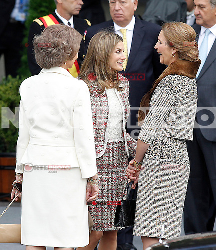Sofia Queen of Spain (l), Princess Letizia of Spain (c) and Infanta Elena of Spain attend the National Day Military Parad.October 12,2012.(ALTERPHOTOS/Acero) /NortePhotoAgency