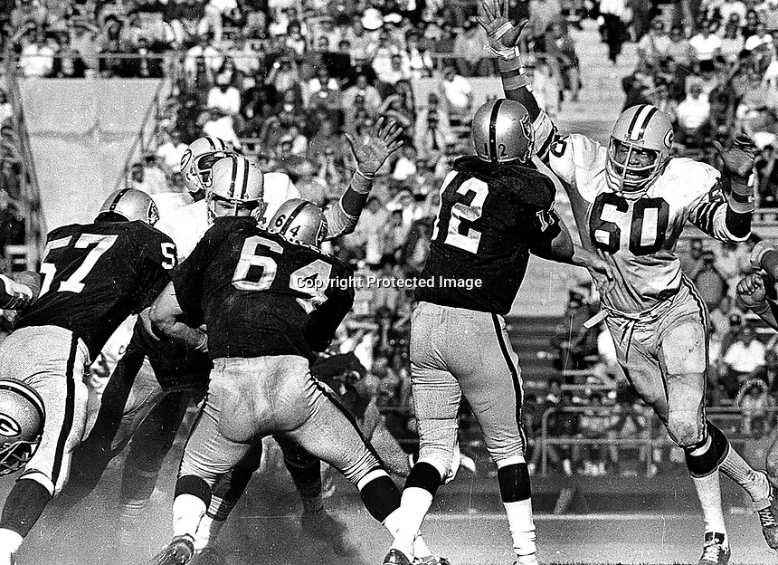 Raiders vs. Green Bay Packers, Ken Stabler passing, #64 George Buehler, Lee Row Caffey<br />