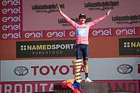 Richard Carapaz (ECU/Movistar) wins the 102nd Giro d'Italia <br /> (on a new Trofeo Senza Fine prostetic?)<br /> <br /> Stage 21 (ITT): Verona to Verona (17km)<br /> 102nd Giro d'Italia 2019<br /> <br /> ©kramon
