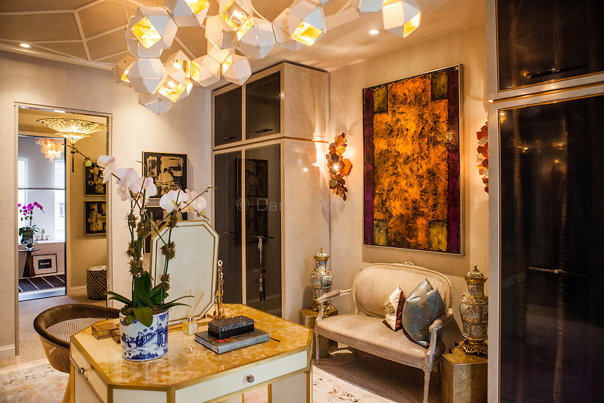 The Kips Bay Decorator Show House invited twenty one designers and architects to transform a luxury Manhattan townhouse for a benefit to the Kips Bay Boys &amp; Girls Club. <br /> <br /> Pictured, design by Les Ensembliers<br /> <br /> Danny Ghitis for The New York Times