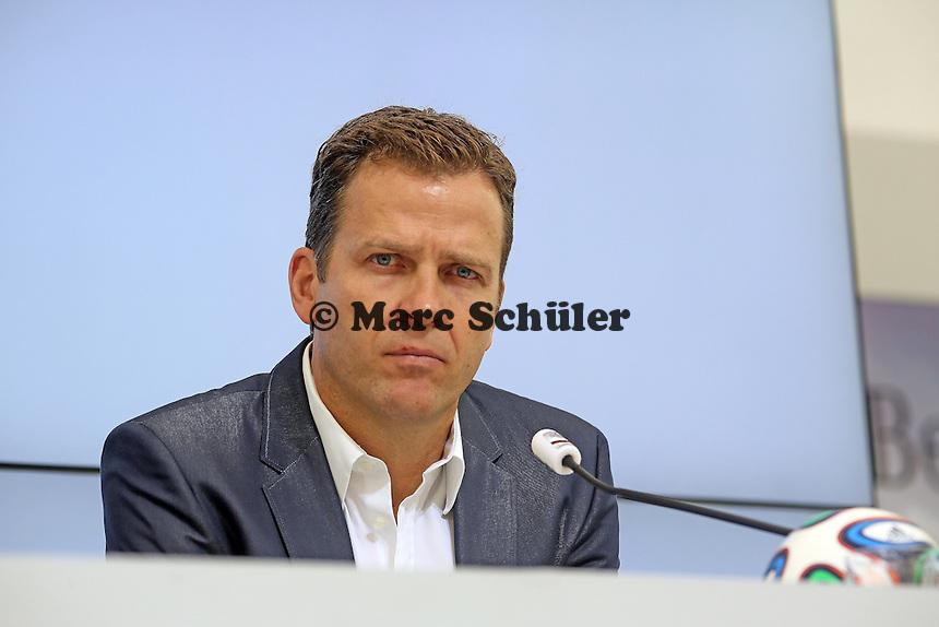 Nationalmannschaftsmanager Oliver Bierhoff  - Pressekonferenz der Deutschen Nationalmannschaft  zum Unfall beim Mercedes Werbedreh im Rahmen der WM-Vorbereitung in St. Martin