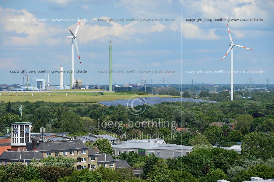 GERMANY, Hamburg, former garbage mountain Georgswerder turned into Energy mountain with Wind and Solar energy / Hamburg, Energieberg Georgswerder, Windenergie und Solarenergie, Vordergrund Stadtteil Wilhelmsburg, Sektorenkopplung