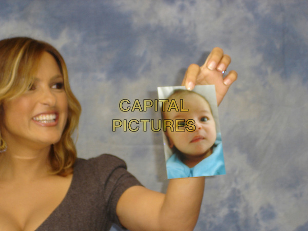 "MARISKA HARGITAY.Photocall for ""Law & Order: SVU"" held at the Veranda Room of the Peninsula Hotel, USA..August 24th, 2006.Ref: AW.headshot portrait holding a photo of her son, August Miklos Friedrich Hermann (10 lb., 9oz.),  born on June 27, 2006 at 3:21PM photograph.www.capitalpictures.com.sales@capitalpictures.com.©Anita Weber/Capital Pictures."