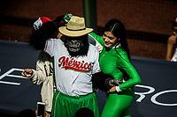Edecane de sidral  AGA manzana vestida de color verde. Belleza, sexy.   <br /> .<br /> Partido de beisbol de la Serie del Caribe con el encuentro entre Caribes de Anzo&aacute;tegui de Venezuela  contra los Criollos de Caguas de Puerto Rico en estadio Panamericano en Guadalajara, M&eacute;xico,  s&aacute;bado 5 feb 2018. <br /> (Foto: Luis Gutierrez)<br /> <br /> Baseball game of the Caribbean Series with the match between Caribes de Anzo&aacute;tegui of Venezuela against the Criollos de Caguas of Puerto Rico, at the Pan American Stadium in Guadalajara, Mexico, Saturday, February 5, 2018.<br /> (Photo: Luis Gutierrez)