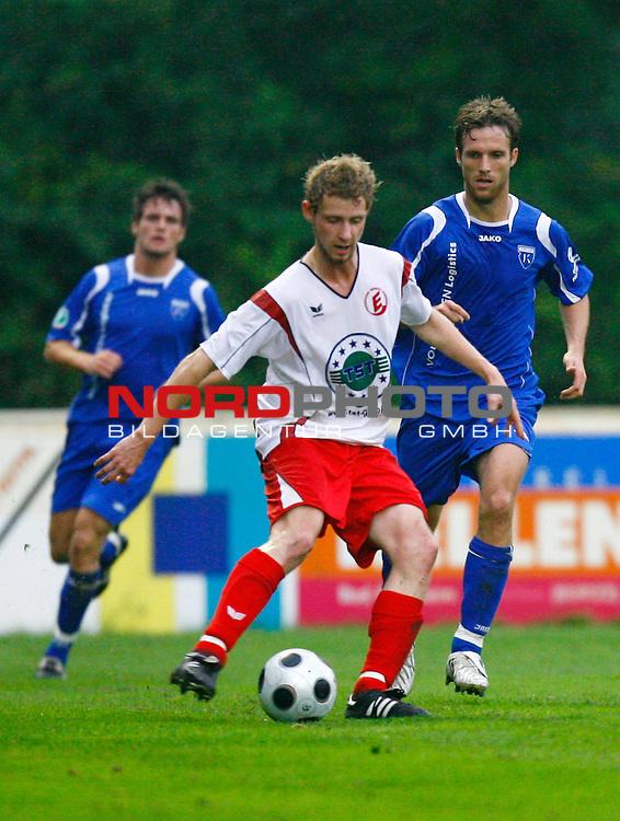 NFV-Pokal Achtelfinale<br /> Kevin Thiel (Eintracht Nordhorn #6) - Markus Unger (Kickers Emden GER #17), rechts<br /> <br /> Foto &copy; nph (  nordphoto  )<br /> <br /> <br /> <br />  *** Local Caption ***