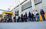 Stockholm 2014-09-17 Ishockey SHL Djurg&aring;rdens IF - Leksands IF :  <br /> Publik k&ouml;ar utanf&ouml;r en entr&eacute; till Globen inf&ouml;r matchen mellan Djurg&aring;rden och Leksand<br /> (Foto: Kenta J&ouml;nsson) Nyckelord:  Djurg&aring;rden DIF Hockey Globen Ericsson Globe Arena SHL Leksand LIF supporter fans publik supporters utomhus exteri&ouml;r exterior