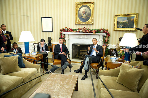 United States President Barack Obama, right, makes remarks to the press as he welcomes President-elect Enrique Peña Nieto of Mexico, left, to the Oval Office of White House in Washington, DC on Tuesday, November 27, 2012..Credit: Ron Sachs / Pool via CNP
