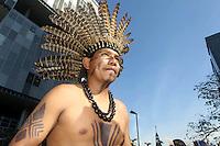 Rio de  janeiro,18 de junho de 2012- Indios realizam manifesta&ccedil;&atilde;o no pr&eacute;dio do BNDES no centro do  Rio, e  depois  caminham  pelas  principais  vias  da cidade em dire&ccedil;&atilde;o  ao  MAM, no in&iacute;cio da  tarde  dessa segunda-feir(18).<br /> Guto Maia / Brazil Photo Press