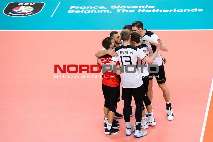 16.09.2019, Lotto Arena, Antwerpen<br />Volleyball, Europameisterschaft, Deutschland (GER) vs. …sterreich / Oesterreich (AUT)<br /><br />Jubel Julian Zenger (#10 GER), Simon Hirsch (#13 GER), Moritz Karlitzek (#14 GER), Moritz Reichert (#5 GER), Marcus Bšhme / Boehme (#8 GER), Jan Zimmermann (#17 GER)<br /><br />  Foto © nordphoto / Kurth