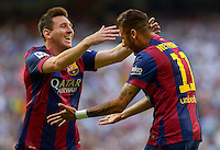 MADRID - ESPAÑA - 25-10-2014: Neymar Jr. (Der.) y Lionel Messi (Izq.) jugadores de Barcelona, celebran el gol anotado al Real Madrid durante partido de la Liga de España, Real Madrid y Barcelona en el estadio Santiago Bernabeu de la ciudad de Madrid, España. / Neymar Jr. (R) and Lionel Messi (L) players of Barcelona, celebrate a scored goal to Real Madrid, during a match between Real Madrid and Barcelona for the Liga of Spain in the Santiago Bernabeu stadium in Madrid, Spain Photo: Asnerp / Patricio Realpe / VizzorImage.