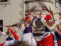 Hexen beim Kampf Frühling gegen Winter beim Nassereither Schellerlauf, Fasnacht in Nassereith, Bezirk Imst, Tirol, Österreich, Europa, immaterielles UNESCO Weltkulturerbe<br /> witches at fight winter against spring, , Nassereither Schellerlauf-Fasnacht, Nassereith, Tyrol, Austria Europe, Intangible World Heritage