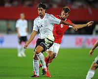 Fussball International  WM Qualifikation 2014   11.09.2012 Oesterreich - Deutschland Sami Khedira (li, Deutschland)  gegen Andreas Ivanschitz (Oesterreich)
