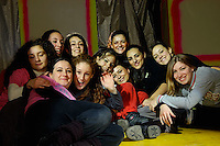 """Le ragazze del corpo di ballo - laboratorio di danza """"Villa Literno Ensemble""""."""