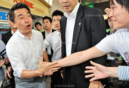 July 14, 2013, Kawasaki, Japan - Toru Hashimoto, co-leader of the Japan Restoration Party, shakes hands with voters during a upper house election campaign rally in front of Kawasaki Station in Kanagawa prefecture, Japan, on July 14, 2013. (Photo by AFLO)