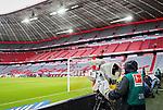 23.05.2020, Allianz Arena, München, GER, 1.FBL, FC Bayern München vs Eintracht Frankfurt 23.05.2020 , <br /><br />Nur für journalistische Zwecke!<br /><br />Gemäß den Vorgaben der DFL Deutsche Fußball Liga ist es untersagt, in dem Stadion und/oder vom Spiel angefertigte Fotoaufnahmen in Form von Sequenzbildern und/oder videoähnlichen Fotostrecken zu verwerten bzw. verwerten zu lassen. <br /><br />Only for editorial use! <br /><br />DFL regulations prohibit any use of photographs as image sequences and/or quasi-video..<br />im Bild<br />Kameramann <br /> Foto: Peter Schatz/Pool/Bratic/nordphoto