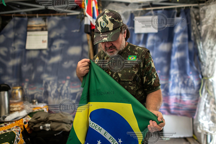 National Guards member Adans Ghizzi, of Campinas, holds a meeting with members of the Brazilian Interventionist Resistence Movement (MBRI) at their headquarters, called PR 1 -Sergeant Mario Kozel Filho Military Interventionist Camp, a radical group that wants military intervention in the government. <br /> <br /> Their headquarters is a makeshift tarpaulin camp situated on an island in the middle of Sergeant Mario Kozel Filho Avenue, between the State Legislative Assembly and the Ministry of the Military.