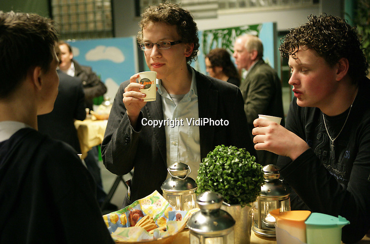 Foto: VidiPhoto..APELDOORN - Jongerenavond van de stichting JijDaar in Apeldoorn met als spreker Aad van de Sande.