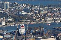 4415/ Blohm und Voss: EUROPA, DEUTSCHLAND, HAMBURG, (EUROPE, GERMANY), 14.11.2005:Die deutsche Werft Blohm und Voss ist ein Tochterunternehmen  der ThyssenKrupp AG. Man hat sich heute auf Marineschiffe, schnelle Faehr- und Passagierschiffe wie im Bild die Queen Mary 2 sowie Mega-Yachten spezialisiert. Dahinter ist Hamburgs Innenstadt mit dem Michel zu sehen..