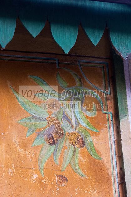 Europe/Provence-Alpes-Côte d'Azur/83/Var/Massif des Maures/Collobrières: Lors de la Fête de la Châtaigne - La châtaigne est présente jusque sur les murs des maisons du vilalge