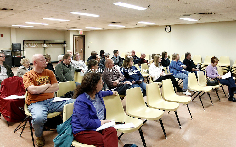 Plymouth, CT- 18 November 2013-111813CM09-  Residents listen in during a town council meeting at the Plymouth Town Hall Monday night. Christopher Massa Republican-American