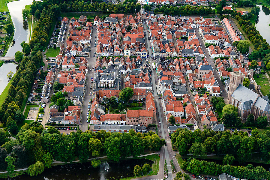 Nederland, Gelderland, Zeewolde, 05-08-2014; Elburg, voormalige vissersplaats en Hanzestad. Middeleeuwse vesting met Grote of Sint-Nicolaaskerk. <br /> Elburg, former fishing village and Hanseatic city. Medieval fortress with Grote of St. Nicholas Church<br /> luchtfoto (toeslag op standard tarieven); aerial photo (additional fee required); copyright foto/photo Siebe Swart