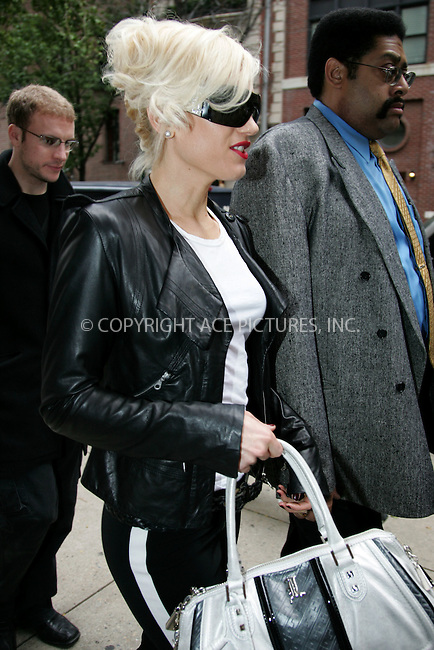 WWW.ACEPIXS.COM . . . . . ....October 23 2007, New York City....Recording artist Gwen Stefani leaving her midtown Manhattan hotel....Please byline: DAVID MURPHY - ACEPIXS.COM.. . . . . . ..Ace Pictures, Inc:  ..(646) 769 0430..e-mail: info@acepixs.com..web: http://www.acepixs.com