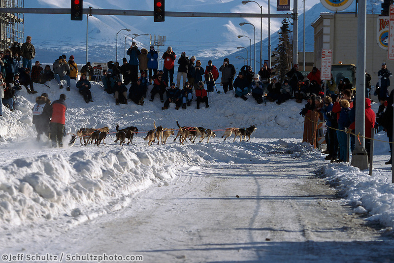 Ramey Smyth Makes Cordova Turn While Spectators Watch.Anchorage Iditarod 2004