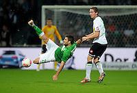 FUSSBALL   1. BUNDESLIGA    SAISON 2012/2013    8. Spieltag   SV Werder Bremen - Borussia Moenchengladbach  07.10.2012 Sokratis Papastathopoulos (li, SV Werder Bremen) gegen Luuk De Jong (re, Borussia Moenchengladbach)