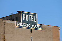 Hotel park ave sign