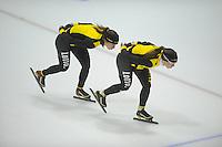 SCHAATSEN: HEERENVEEN: IJsstadion Thialf, 04-02-15, Training World Cup, Roxanne van Hemert, Laurine van Riessen, ©foto Martin de Jong
