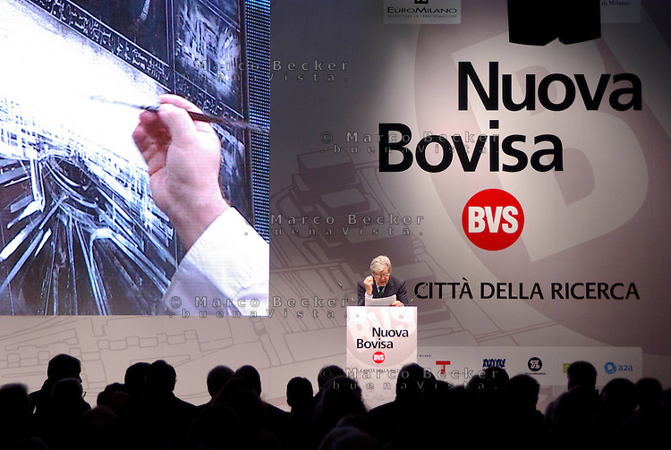 "milano, quartiere bovisa. presentazione del nuovo progetto urbanistico ""Nuova Bovisa"" per l'area dei gasometri. nella foto: giancarlo giannini --- milan, bovisa district. presentation of the new city plan ""Nuova Bovisa"" for the area of the gasometers. in the picture: giancarlo giannini"